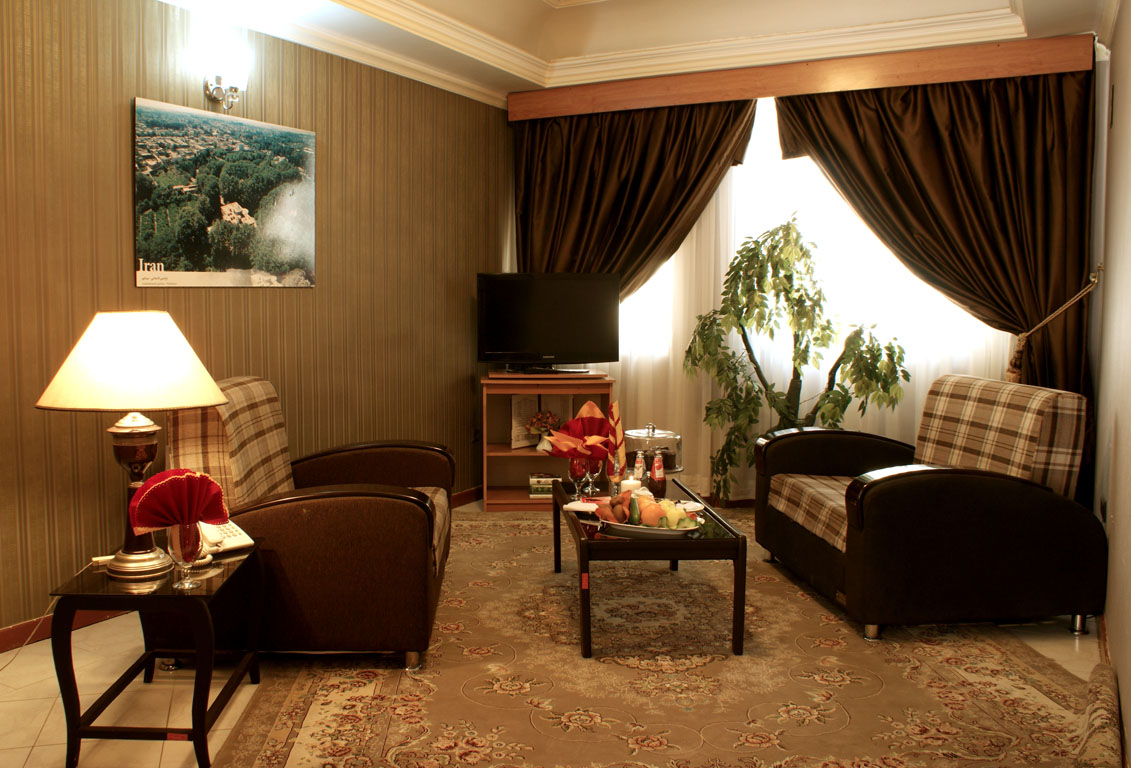 TWO ROOMS SUITES